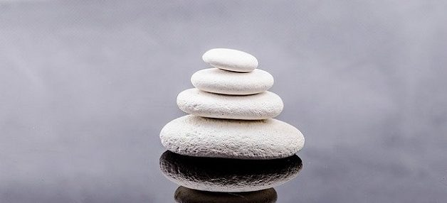 stones stacked up like in a therapist office